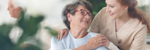 外国人介護士とおばあちゃん