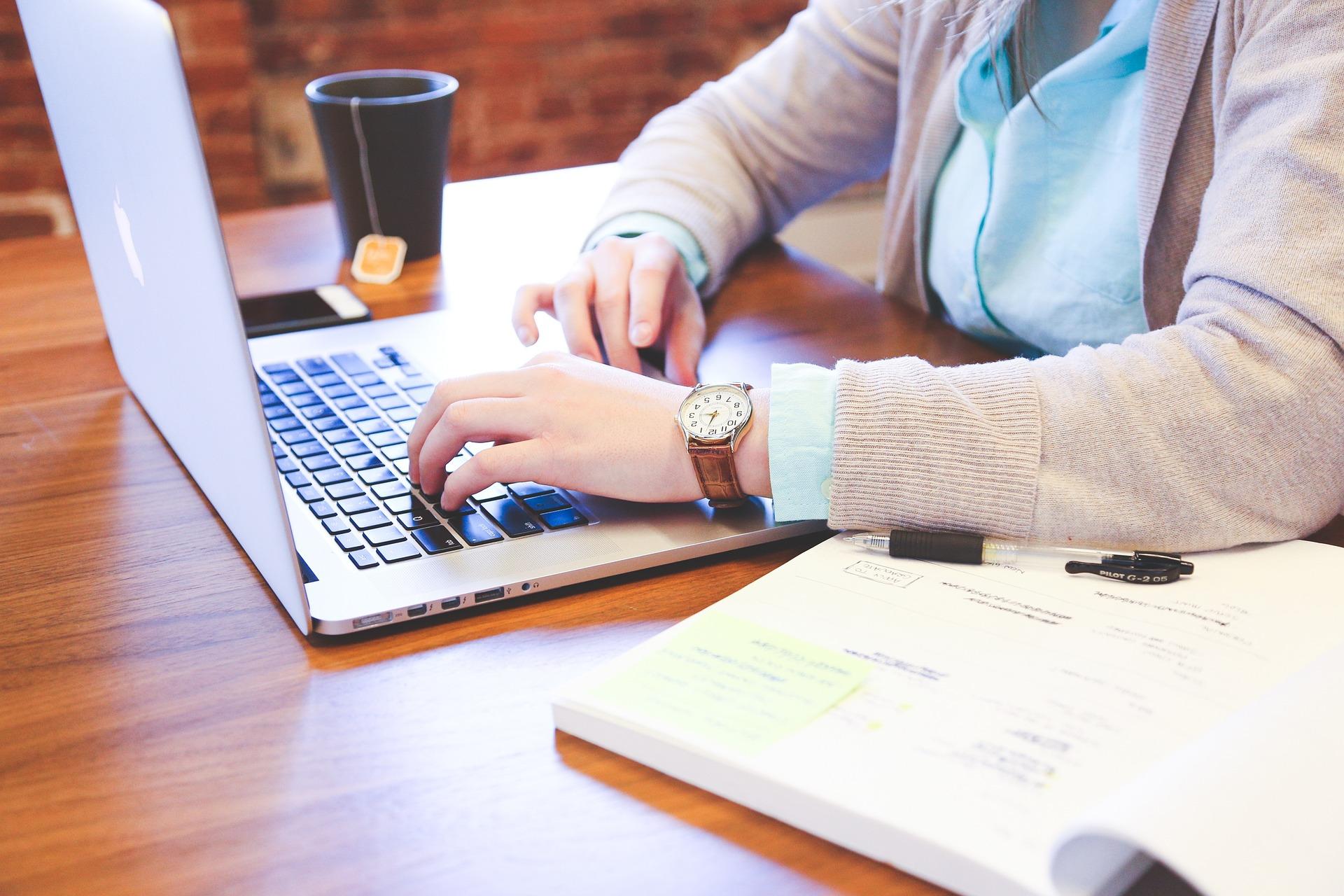 学生とキーボード