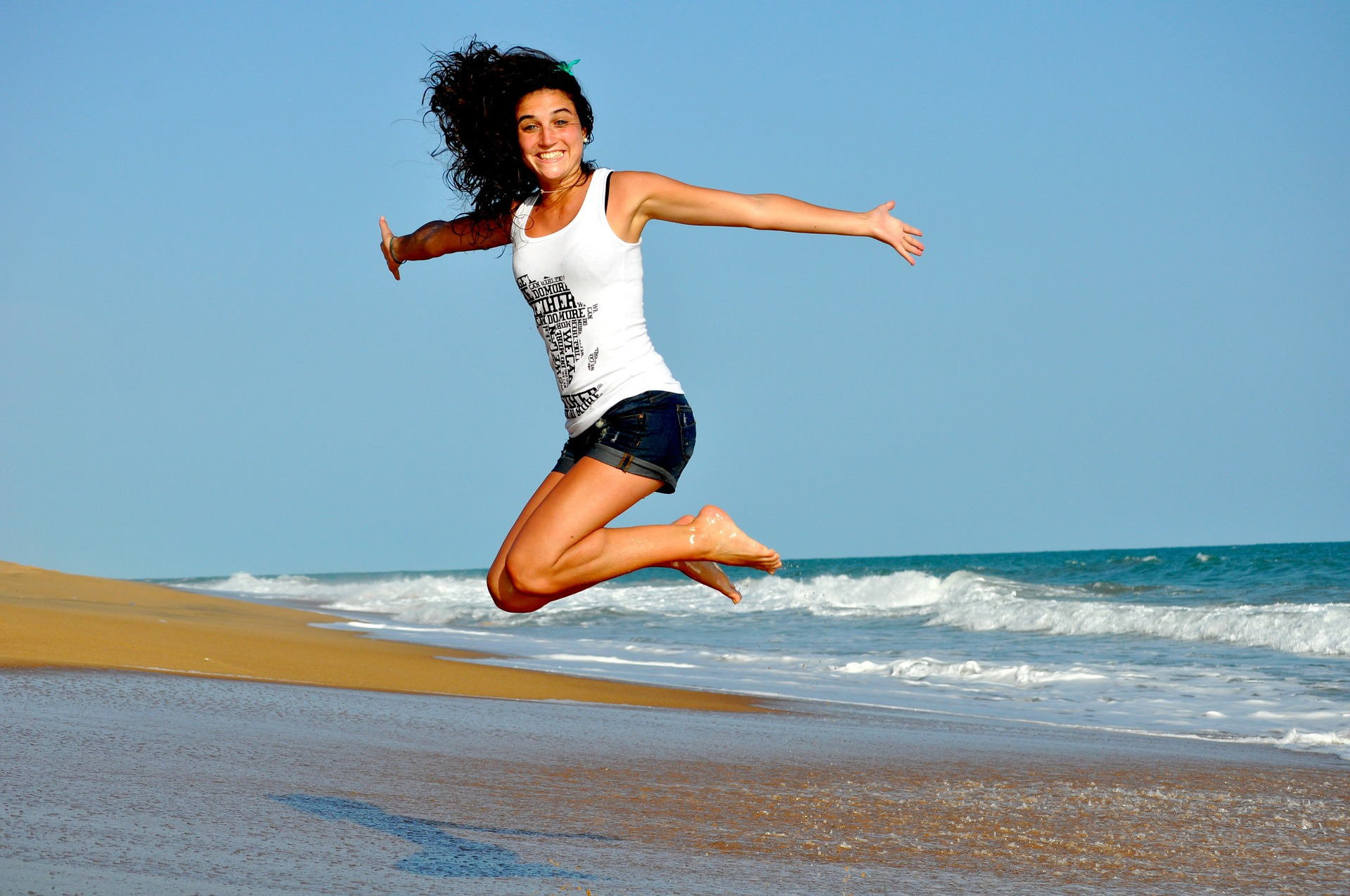 外国人の女性 ジャンプ