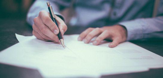 ペンと書類